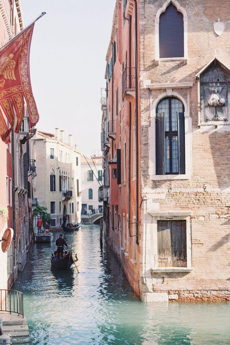 Elopement-bruiloft-in-Venetië_Modern-Romance_13