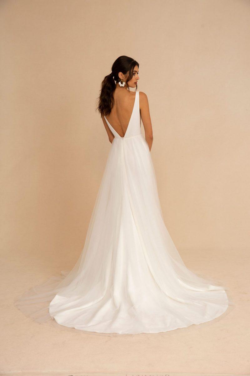 Modern Romance_Tara Lauren_Giles w Sienna skirt 02